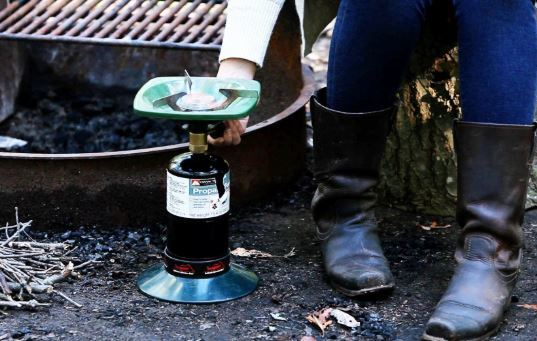 How to use a camping stove?
