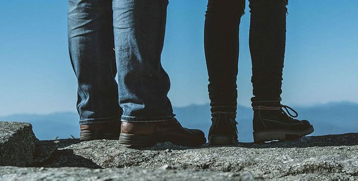 How-to-Wear-Hiking-Boots-With-Skinny-Jeans