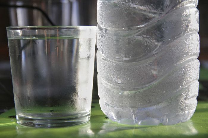 Using-cold-water-bottle